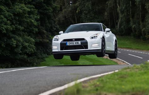Nissan GT R Track Edition review   prices, specs and 0 60