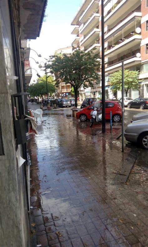 via settimio mobilio salerno dopo pochi minuti di pioggia un fiume d acqua in