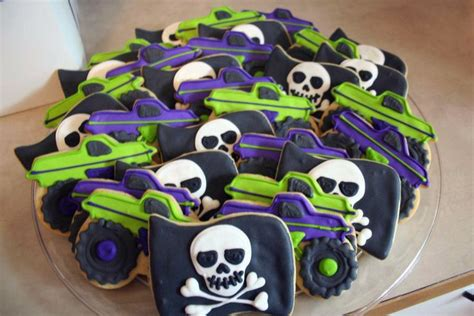 grave digger monster truck theme song 25 best ideas about grave digger cake on pinterest