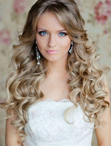 Best Prom Hairstyles by Best 25 Curly Prom Hairstyles Ideas On