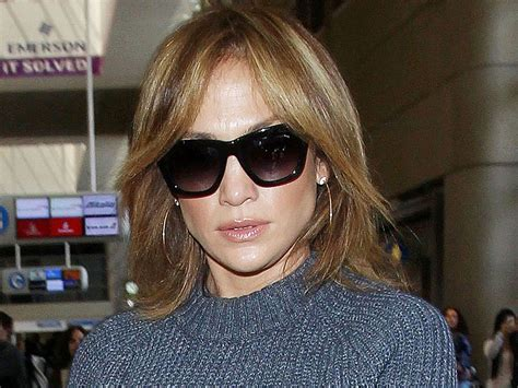 j lo new hairstyle jennifer lopez debuts new short honey coloured hair look