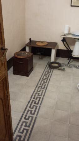 pavimenti in cementine pavimento con greca in cementine foto di casa museo