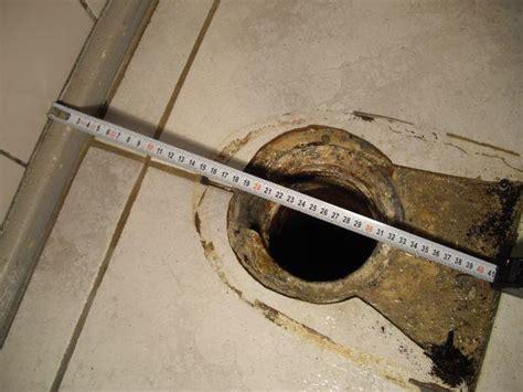 afstand toilet afvoer muur afvoer verplaatsen voor hangend toilet werkspot