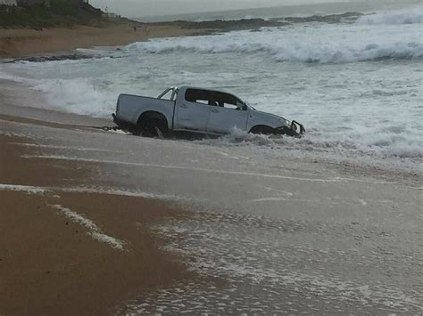 boat launch gone wrong wave swells bakkie goes for a swim maritzburg sun