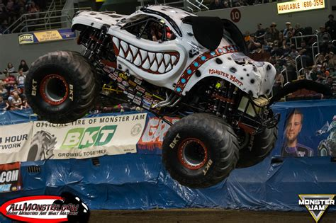 monster truck show illinois monster jam photos peoria illinois april 16 2016