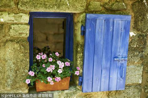 Spanish Houses las ventanas decoradas con flores para recibir la
