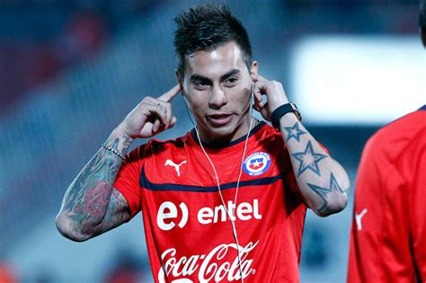 eduardo vargas tattoo world cup tattoos has he got a jumpman on his neck the
