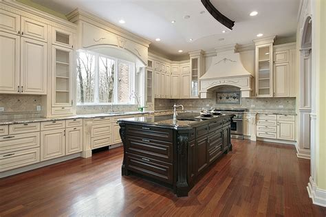 Kitchens With Antique White Cabinets by Timeless Kitchen Idea Antique White Kitchen Cabinets