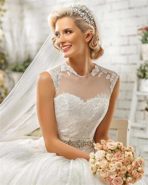 Brautfrisuren Mit Diadem by Elegante Brautfrisur Mit Tiara Hochzeitsfrisuren