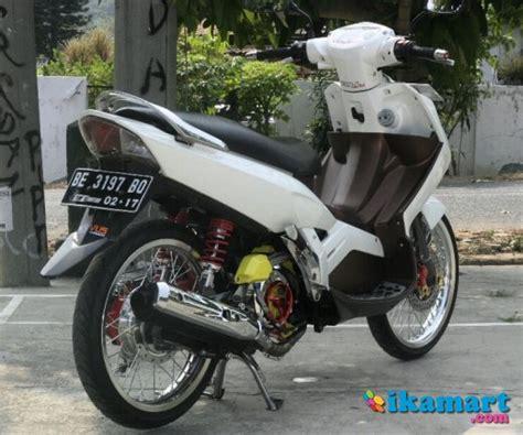 Cover Batok Kilometer Nuvo Z Ori jual yamaha nouvo 2005 quot putih quot motor bekas yamaha nouvo z