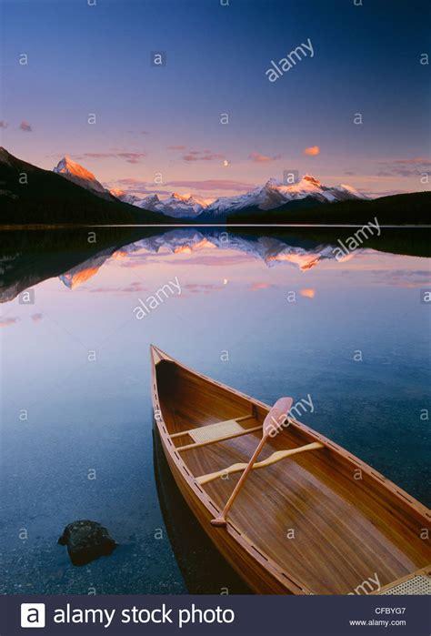 canoes lake maligne maligne lake canoe stock photos maligne lake canoe stock