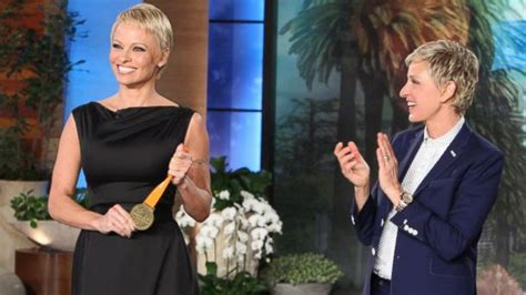 pamela anderson loses pixie cut pamela anderson wears extensions in defense of the pixie