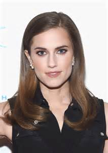 Actress allison williams attends the 2015 housing works groundbreaker