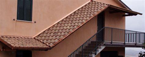 tettoie per porte esterne tettoie realizzate su due livelli unite da tettoia a