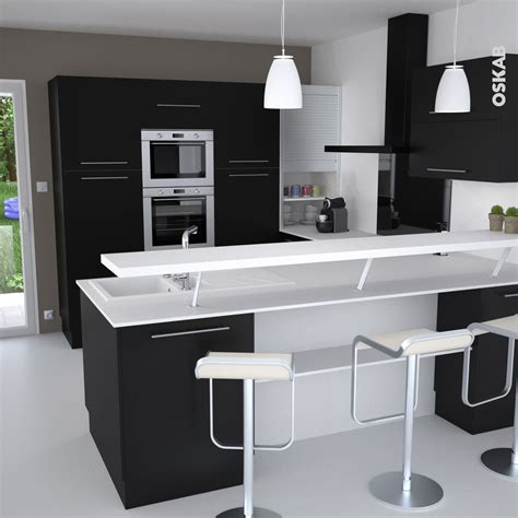 le petit mat駻iel de cuisine cuisine et blanche au style design avec snack bar