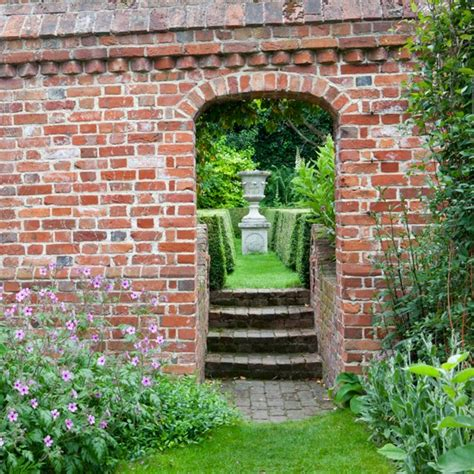 Garden Wall Garden Design Housetohome Co Uk Brick Garden Walls