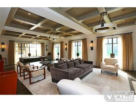 justin bieber living room report kourtney buys home near justin bieber zillow porchlight