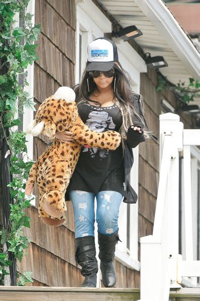 nicole polizzi house nicole snooki polizzi leaves the jersey shore house 1 of 6 zimbio