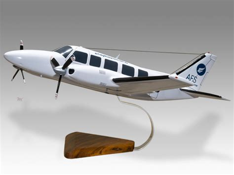piper pa 31 350 navajo chieftain air freight solutions model civilian 194 5 planearts