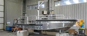 bateau pour des travaux portuaires port de brest