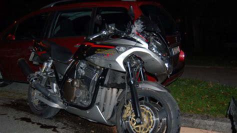Motorrad Götz betrunkener motorradfahrer prallt gegen drei autos zwei