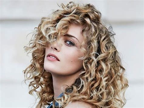 quick and easy hairstyles for really curly hair 3 quick hairstyles for curly hair bblunt