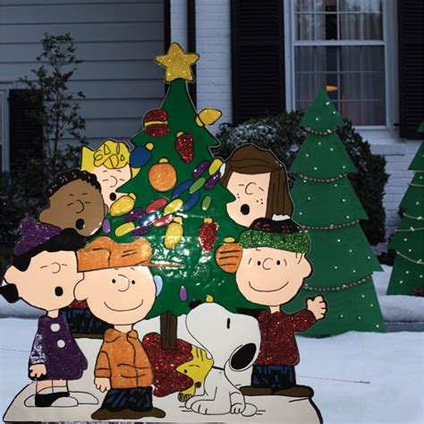 tis your season peanuts gang around tree yard art