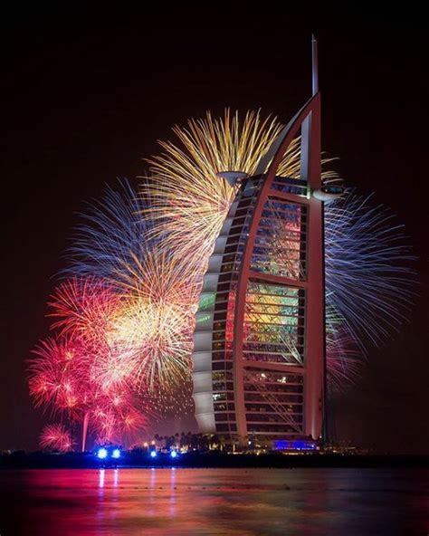 new year in dubai 2016 happy new year dubai rings in 2016 with spectacular