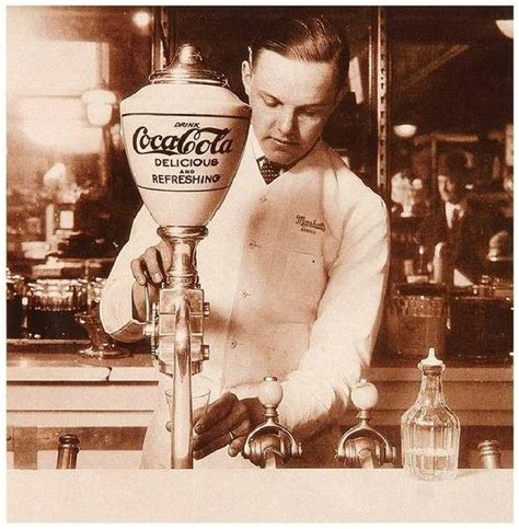 imagenes antiguas de coca cola 150 publicidades en la historia de coca cola creadictos