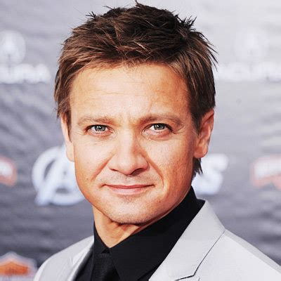 jeremy renner hairstyle jeremy renner s changing looks instyle com