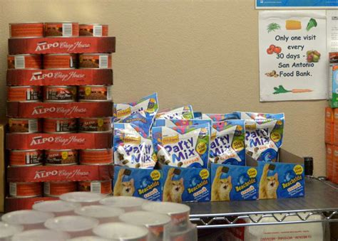 Food Pantries In San Antonio by Sa Food Bank And Daisycares Provide Pet Food To Pets In