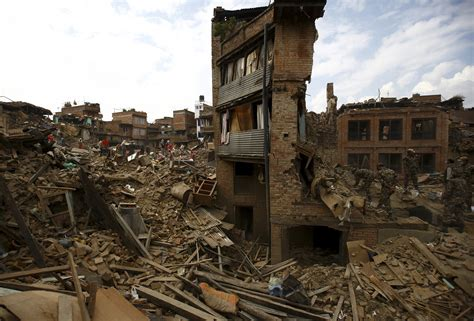 earthquake of nepal nepal earthquake death toll reaches 6 204 red cross says