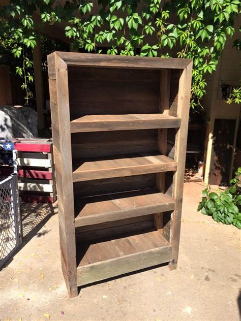 Bookshelf Out Of Pallets by Diy Rustic Pallet Bookshelf Bookcase 99 Pallets
