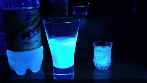 vodka tonic blacklight the reason tonic water glows in the thedailymeal com