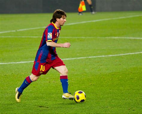 learn how to dribble from messi himself in this the18