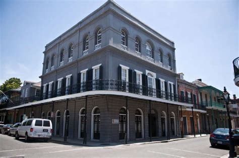 lalaurie house visiting america s weirdest grave nicolas cage s pyramid tomb in new orleans