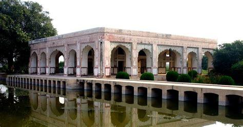 mughal pavilion   ravi  lahore  stood