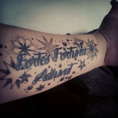 gaunertasche unterarm tattoo nach erweiterung tattoos