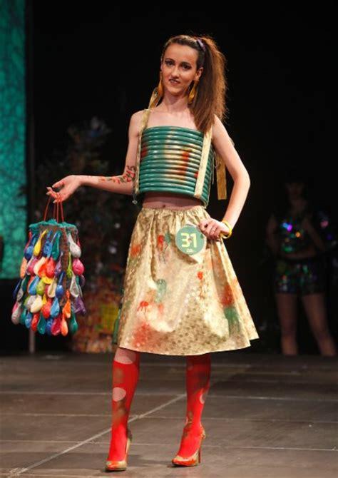 mode aus muell trash fashionshow  mazedonien spiegel  stil