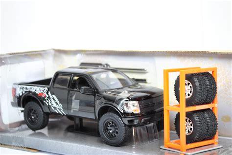 1 24 2011 Ford F 150 Svt Raptor Truck Y1313 54027 ford f 150 svt raptor 2011 1 24 just trucks estantes brinquedos e hobbies