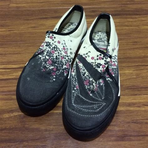 62 volcom shoes volcom slip on sneakers from