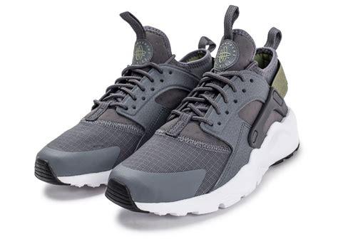 Kaos Kaki Nike Air White 02 huarache ultra run kaki