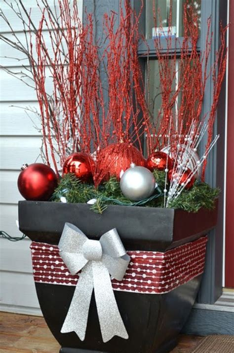 outside home christmas decorating ideas 20 diy outdoor christmas decorations ideas 2014