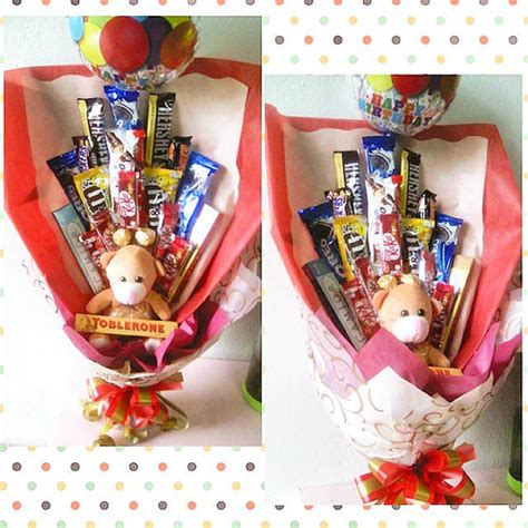Harga Bouquet Coklat bouquet of mix chocolate bars medium hb balloon
