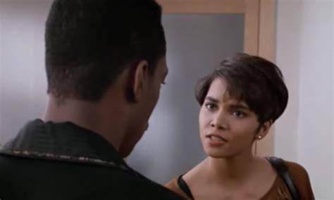 halle berrys hair in boomerang halle berry 1991 pictures to pin on pinterest pinsdaddy