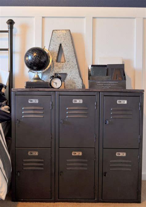 Locker Room Bedroom Furniture by Best 25 Rustic Boys Bedrooms Ideas On Rustic