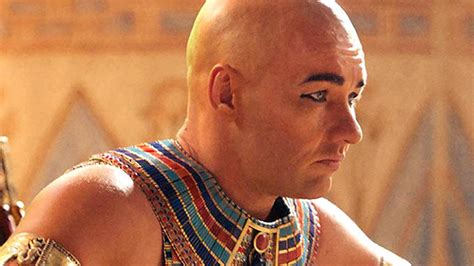egyptian haircut for men a brief timeline of men and cosmetics 9style