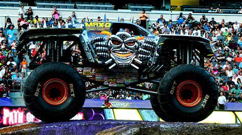 monster truck backflip videos monster truck lands double backflip at gillette stadium