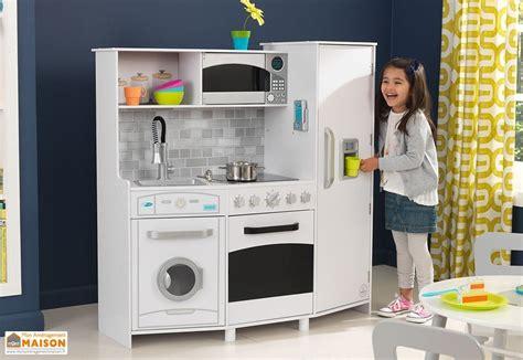 cuisine bois enfant kidkraft cuisine en bois enfants avec machine 224 gla 231 ons sonore et