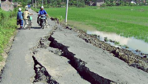 Gempa Bumi gempa bumi newhairstylesformen2014